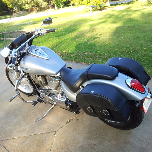 Honda 750 shadow aero motorcycle saddlebags l charger for Yamaha raider hard saddlebags
